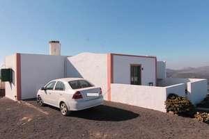 House for sale in La Asomada, Tías, Lanzarote.