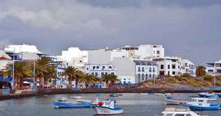 Building for sale in El Charco, Arrecife, Lanzarote.