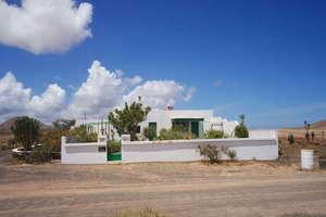 Villa for sale in Muñique, Teguise, Lanzarote.