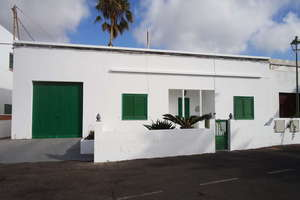 Villa for sale in La Vegueta, Tinajo, Lanzarote.