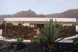 Bungalow for sale in Famara, Teguise, Lanzarote.