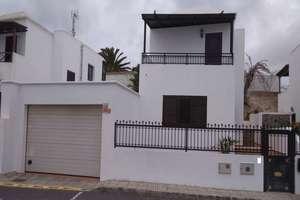 Triplex for sale in San Bartolomé, Lanzarote.