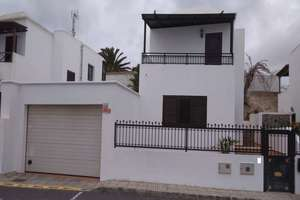 Triplex for sale in San Bartolomé, Lanzarote.