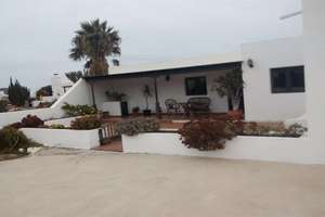 Chalet for sale in Yaiza, Lanzarote.